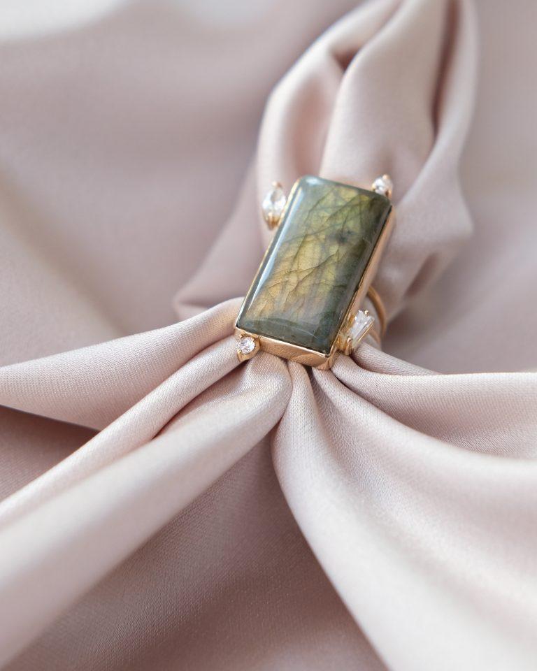 انگشتر طلا و طراحی شده با سنگ