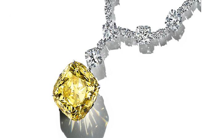 الماس افسانه ای تیفانی که در جایزه اسکار به گردن لیدی گاگا است